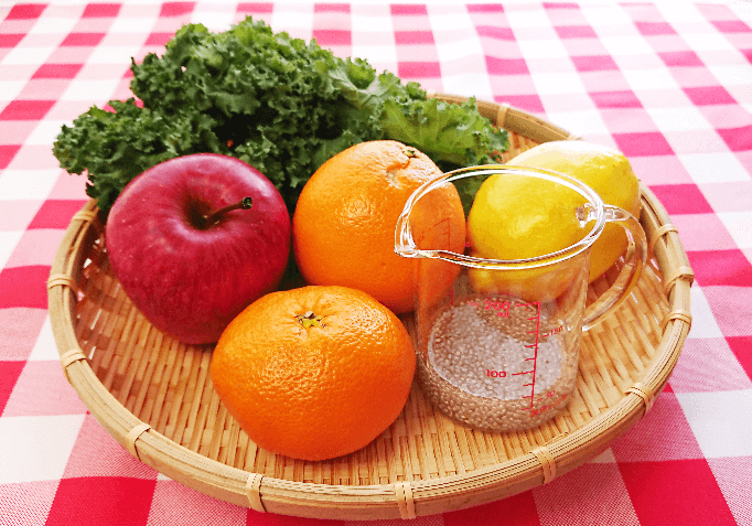材料はりんご、オレンジ、レモン、ケール
